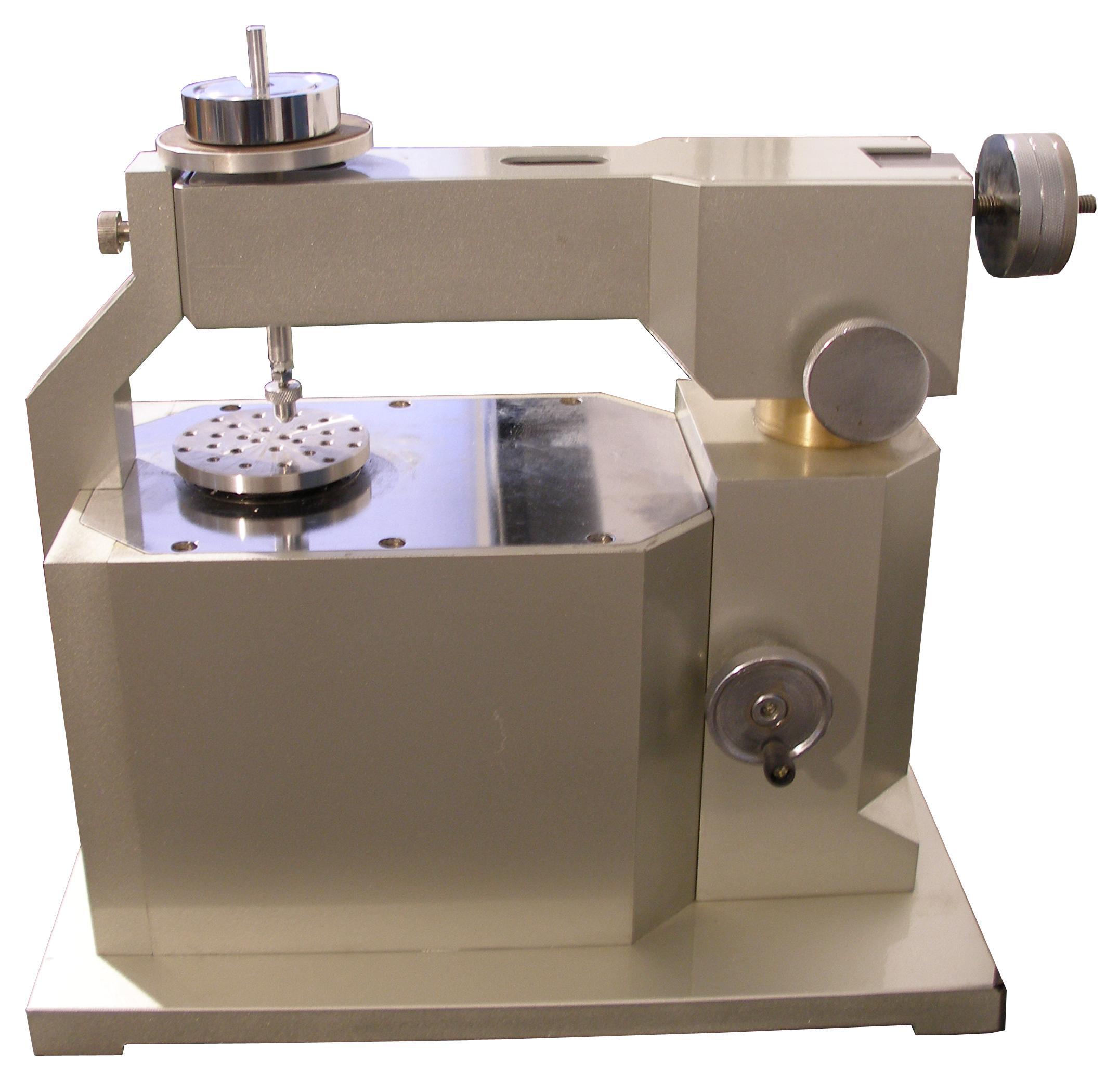 MS-T3000摩擦磨损试验仪,针对材料表面及薄膜的摩擦性能和耐磨强度可以进行定量的评价。还可进行在线摩擦静电测试以及含油、脂涂层的摩擦试验(需配附件)。  (仪器主机) 工作原理 MS-T3000摩擦磨损运用球-盘之间摩擦原理及微机自控技术,通过砝码或连续加载机构将负荷加至球上,作用于试样表面,同时试样固定在测试平台上,并以一定的速度旋转,使球摩擦涂层表面。通过传感器获取摩擦时的摩擦力信号,经放大处理,输入计算机经A/D转换将摩擦力信号通过运算得到摩擦系数变化曲线。 μ=F/N μ&mdas
